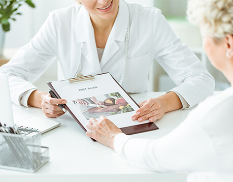 Patient consults with nutrition technician